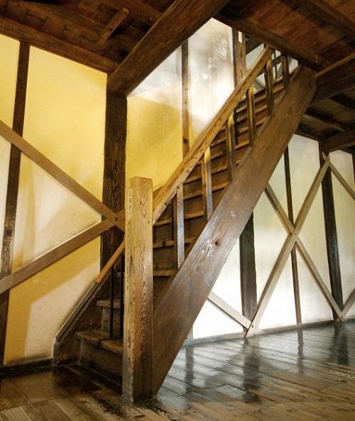 宇土櫓の急階段